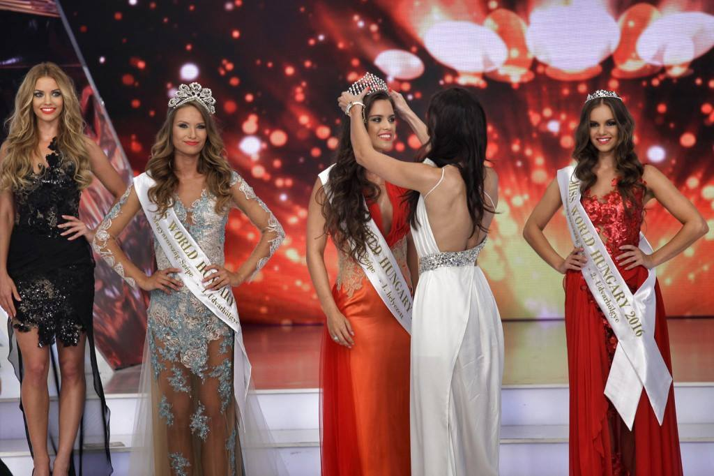 Mit keresett Dubajban az új magyar szépségkirálynő, Gelencsér Tímea?