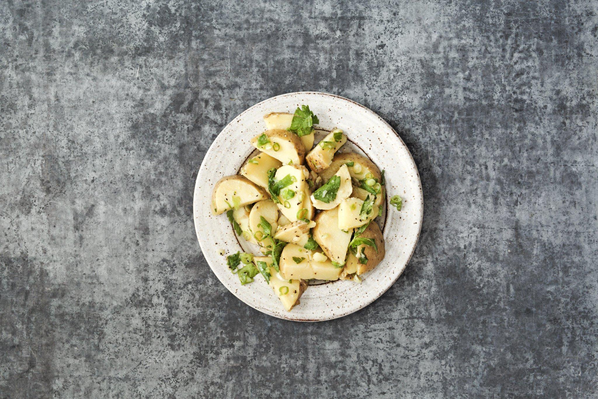 Készíts szívbarát, görög krumplisalátát!