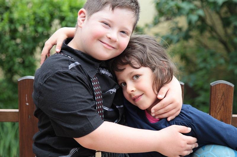 Dorka a testvérével, Nándival (Fotó: Révai Sára)