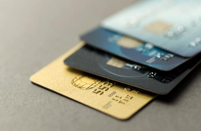 Nélkülözhtetlen bankkártyás tudnivalók, ha külföldre utaznál