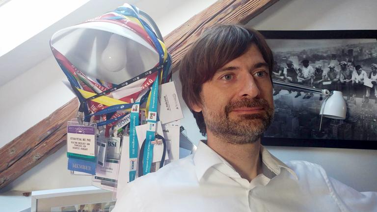 Dr. Peták István a DNS-molekula szintjén keresi a különféle daganatos betegségek ellenszerét (Fotó: Andersen Dávid)