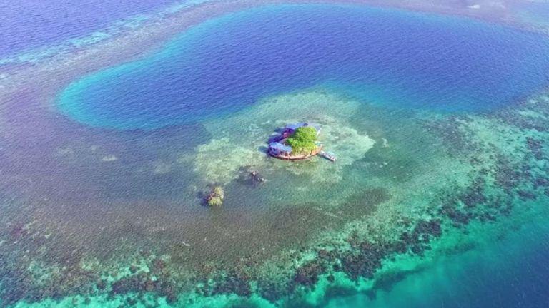 Bird Island, Belize. Összesen négyen férnek el az aprócska szigeten, éjszakánként 395 dollárért.