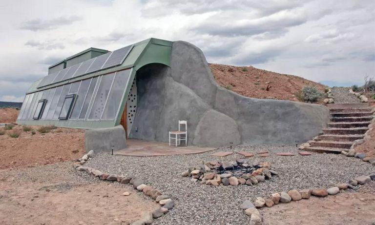 Modern hobbitház Új-Mexikóban. Négyen szállhatnak meg benne, baráti 125 dolláros árért.