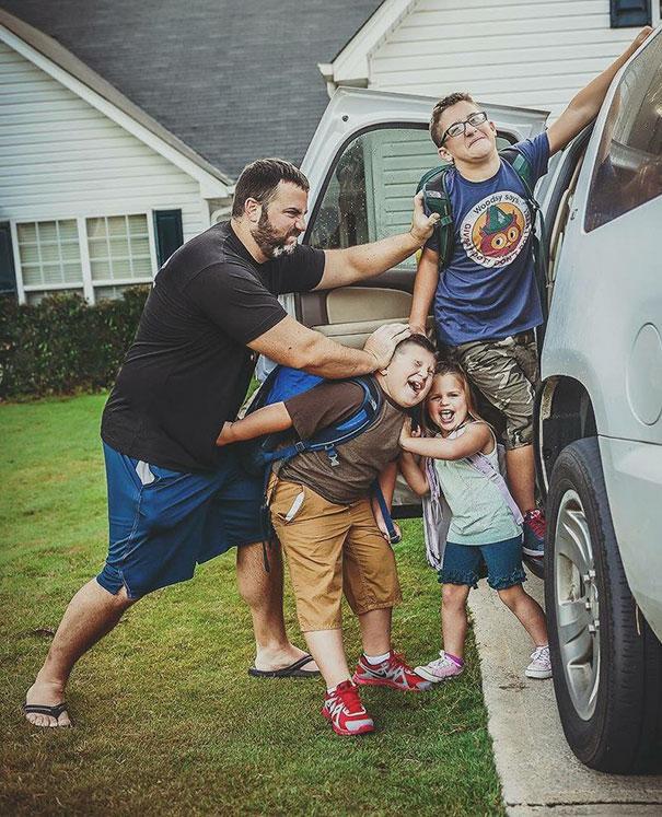 Mindjárt iskolakezdés, a szülők pedig elképesztően boldogok - vicces fotók