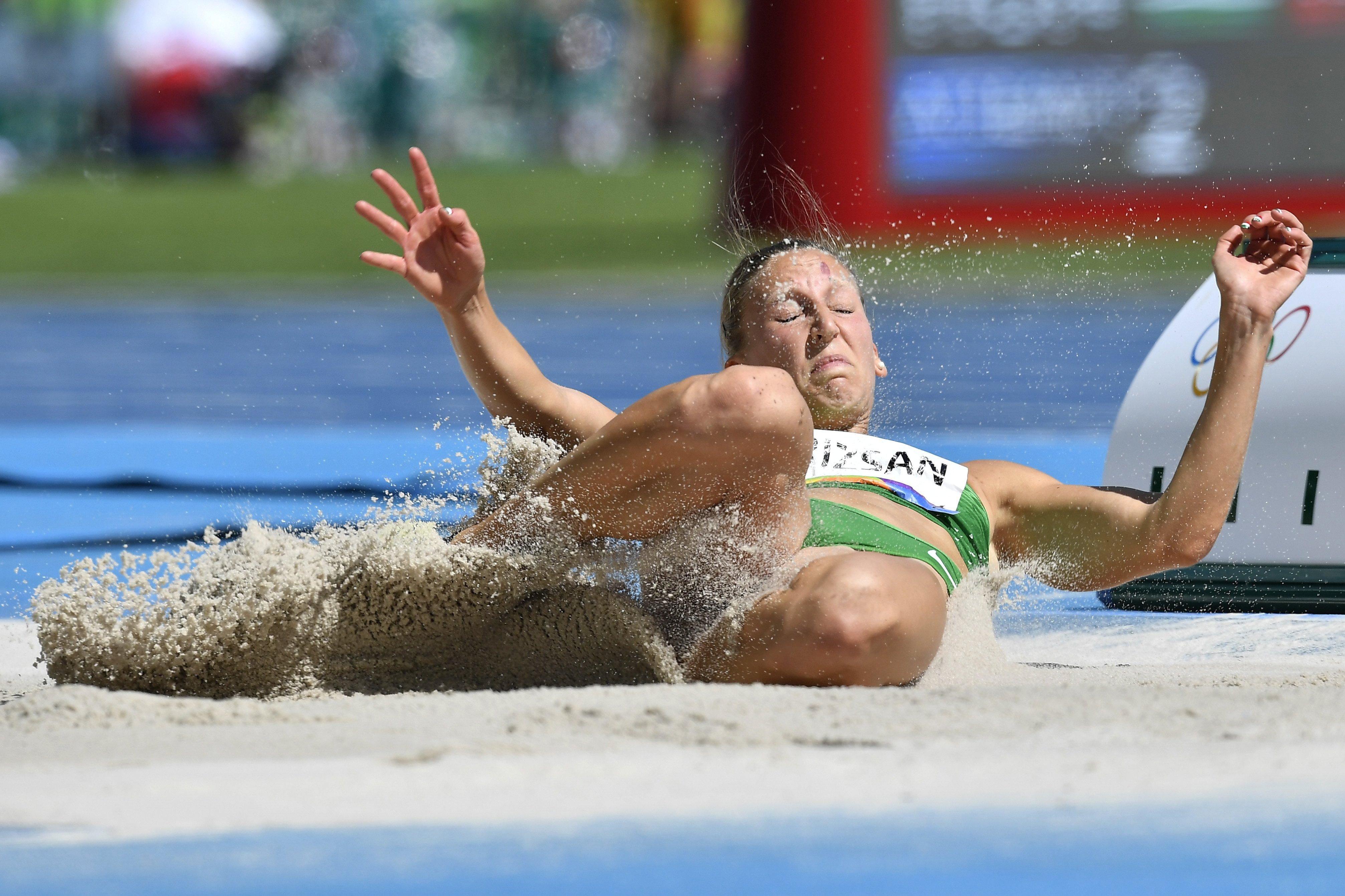 Krizsán Xénia a riói nyári olimpia hétpróba távolugrás versenyszámában. (Fotó: MTI)