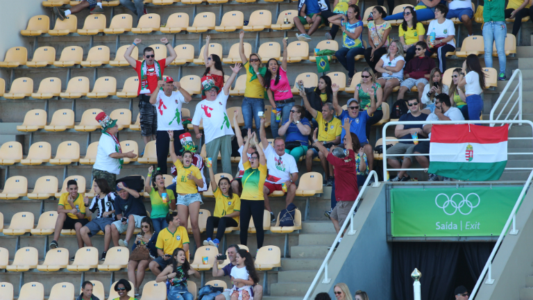 Magyarul szurkoltak a brazilok a vízlabdás lányainknak
