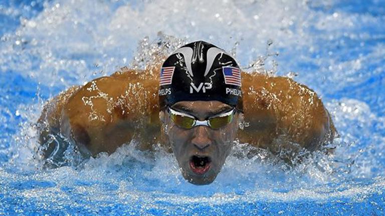 Az amerikai Michael Phelps a férfi 200 méteres vegyesúszás döntőjében - MTI Fotó: Czeglédi Zsolt