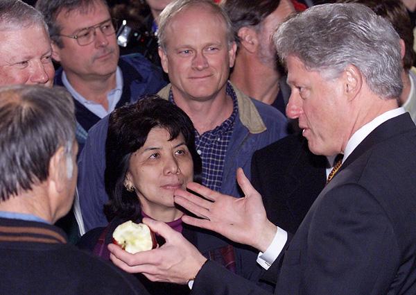 Bill Clinton washingtoni almatermelőkhöz beszél