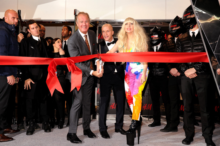 Stefan Persson és Lady Gaga a Times Square-en nyíló H&M megnyitóján