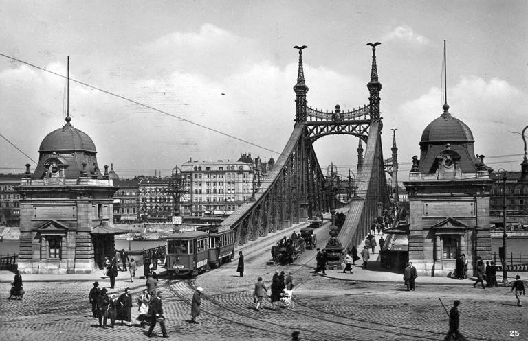 A Ferenc József-híd budai hídfője 1927-ben (Fotó: Fortepan)