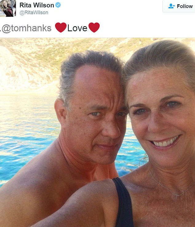 A 60 éves Tom Hanks és az 59 éves Rita Wilson szerelmes fotójától ŐSZINTÉBBET még nem látott Hollywood