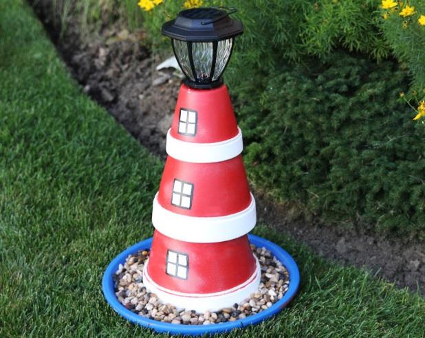 Varázsolj tengerészes hangulatot a kertedbe ezzel a DIY-világítótoronnyal!