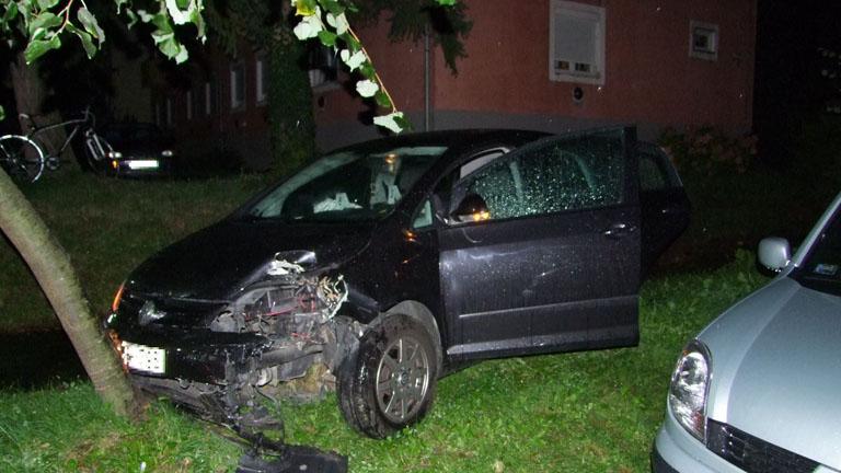 Drogos fiatal zúzott autóval a zalaegerszegi éjszakában -fotóval