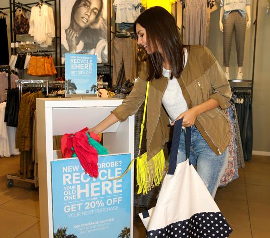 Újrahasznosítási akció egy H&M üzletben