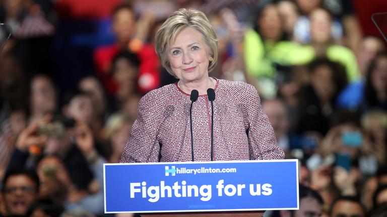 Újabb 15 ezer Clinton-emailt talált az FBI
