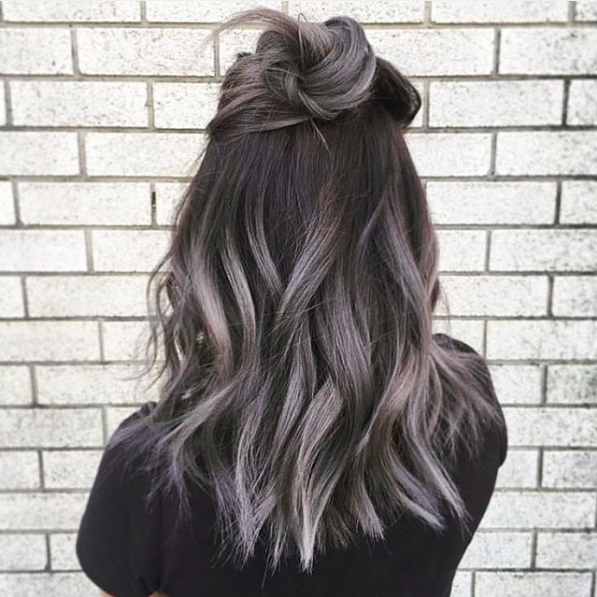 Íme a legújabb frizuratrend: a szürke árnyalataiban hódít az ombre haj - fotók