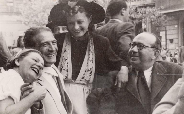 Turay Idával és Kiss Manyival: jobbra Nóti Károly