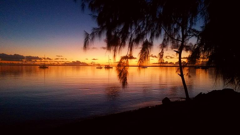 Szintén Francia Polinézia: naplemente Fakarava szigetéről (Fotó: Wynne-Hughes Veronika)