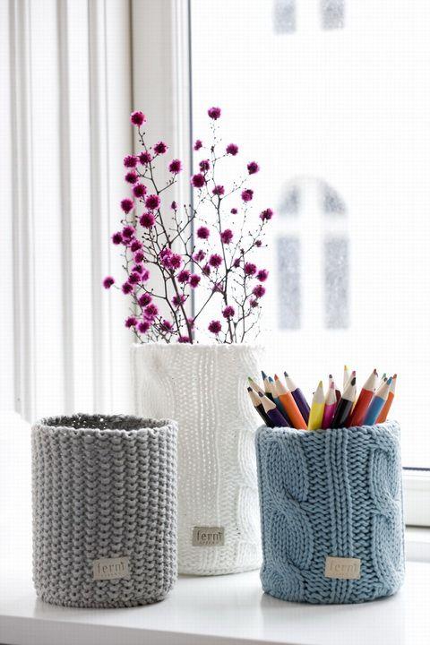 Ha a kötött dolgok közelebb állnak hozzád, akkor öltöztesd fel a tolltartód, akár egy leselejtezett kötött pulcsiddal.