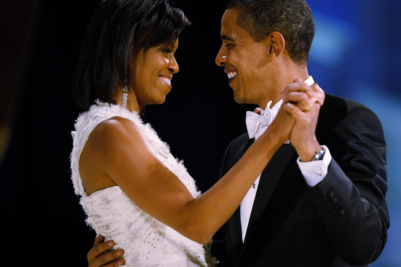Az Obama házaspár összes szerelmes fotója egy sorozatban