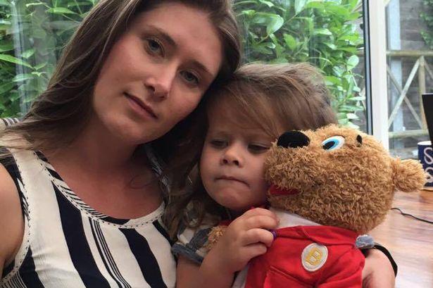 Kidobták a hároméves kislányt a vidámparkból, mert hányt
