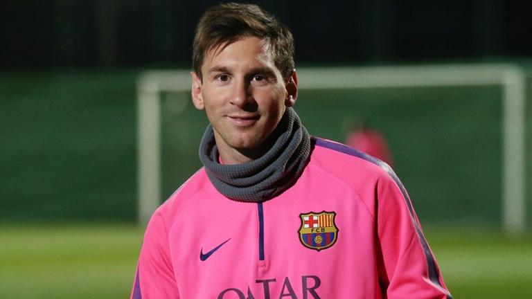 Lionel Messi és az F.C. Barcelona számára - Bodnár Zoltánnal ellentétben - nem ciki a rózsaszín (Fotó: Tumblr)