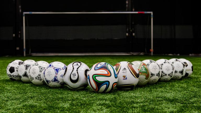 Melyik labda oké? Bár jönne egy bátor férfi, aki megmondaná.... (Fotó: Tumblr)