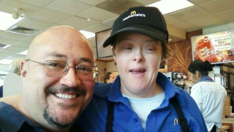 Csodás búcsúztató várta utolsó munkanapján a Down-szindrómás nőt