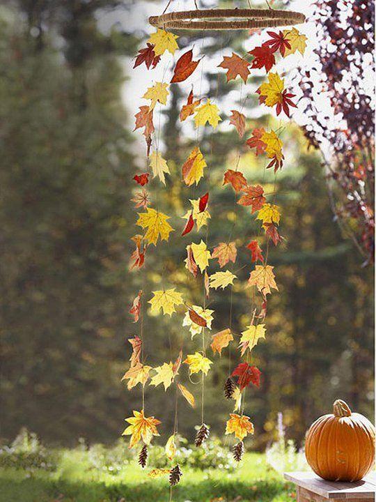 Roppant egyszerű, de mégis mutatós. Szedjetek többféle színben pompázó őszi falevelet és fűzzétek fel. Rakjátok ki az osztályterembe vagy a suliudvarra!