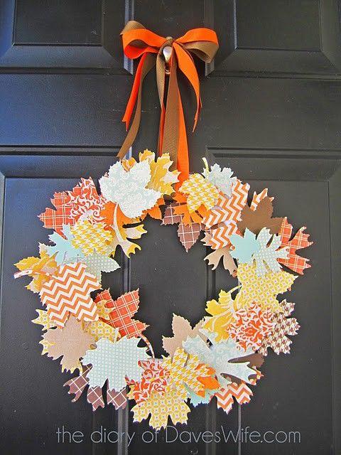 Ha szeretnétek az osztályterem ajtajára kopogtatót, akkor azt megoldhatjátok papírból kivágott falevelekkel is.