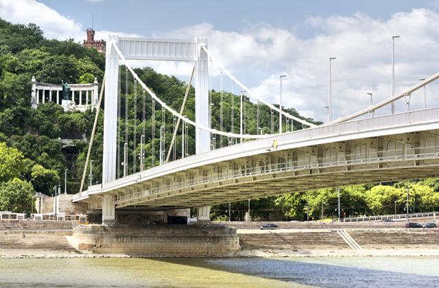 Ekkor kerüld el hétvégén az Erzsébet hidat!