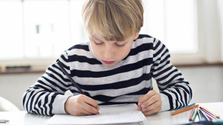 Így vedd rá a gyereket, hogy magától megcsinálja a házi feladatát