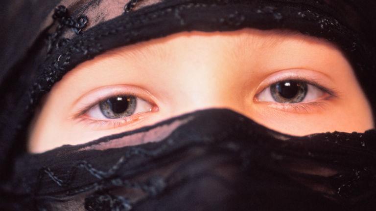 Az osztrákok többsége támogatja a burka betiltását