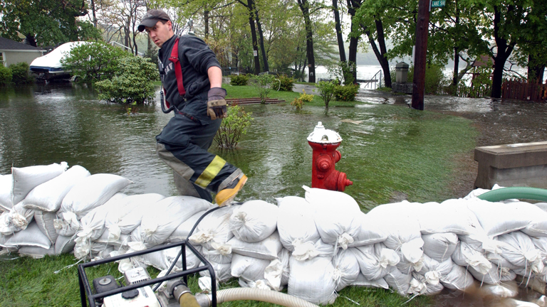 Északabbra sem jobb a helyzet, olyan helyeken kell az áradások ellen védekezni, ahol korábban erre nem volt példa