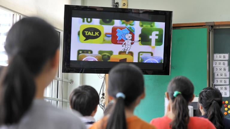 A helyes megközelítés, ha az információszerzésre és nem tényszerű tudásra tanítják a gyerekeket