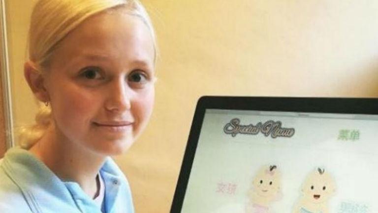 Milliókat keresett a 16 éves lány azzal, hogy kisbabákat nevez el