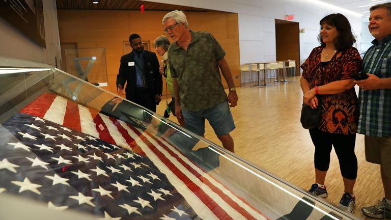A zászlót egyelőre csak a sajtó munkatársai láthatták