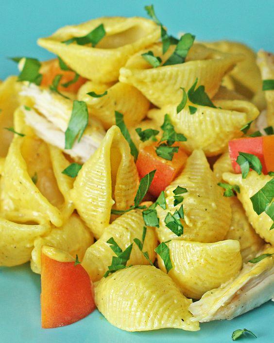 Izgalmas csirkés tésztasaláta mangóval, amivel tovább őrizheted a nyári ízeket