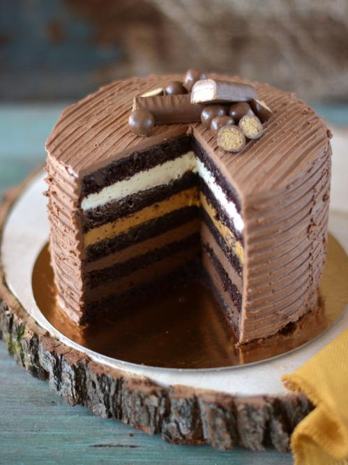 Csokoládés-sós karamellás vaníliás torta