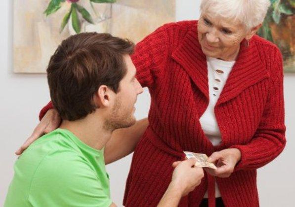 5 trükk, amivel manapság becsapják az öregeket