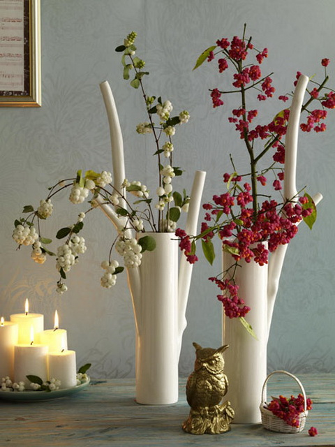 Ha nem szeretnél kínlódni különböző kis díszek elkészítésével, akkor egy szebb vázába tegyél színes bogyós faágakat, hidd el ez is meghozza az őszi hangulatot!