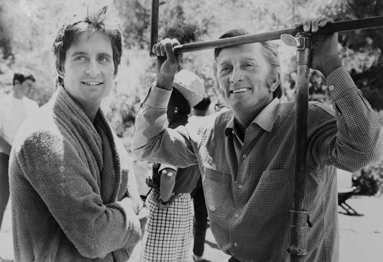 Michael és Kirk Douglas a Hail! Hero c. filmben
