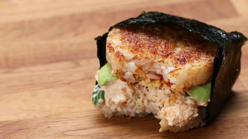 Unod a hamburgert? Készíts tonhalas rizsburgert!
