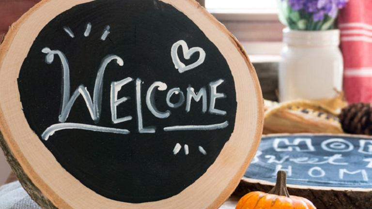 A vendégeid elámulnak majd, ha egy ilyen üdvözlő felirat várja őket