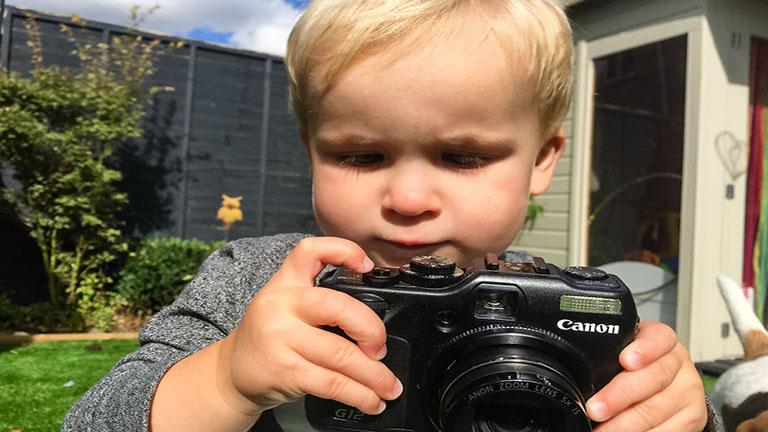 A kisfiú megkapta apukája fényképezőgépét - ezek a képek készültek