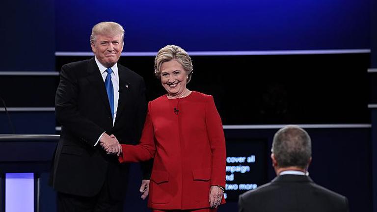 A jelöltek a vita elején - itt még mosolyognak