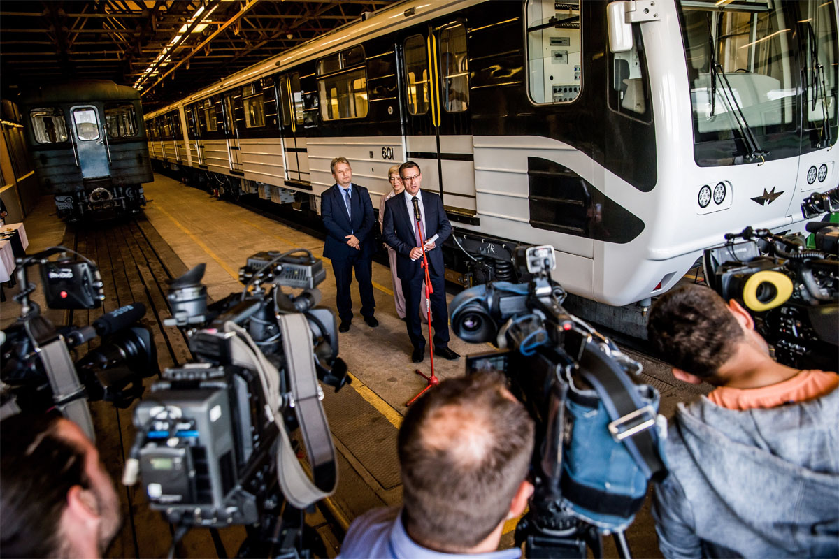Bolla Tibor, a BKV Zrt. elnök-vezérigazgatója a budapesti 3-as metróvonal első Oroszországban felújított metrószerelvényének bemutatóján MTI Fotó: Balogh Zoltán