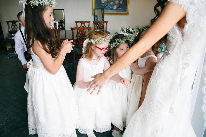 Az egész internet imádja a tanárnőt, aki meghívta Down-szindrómás diákjait az esküvőjére