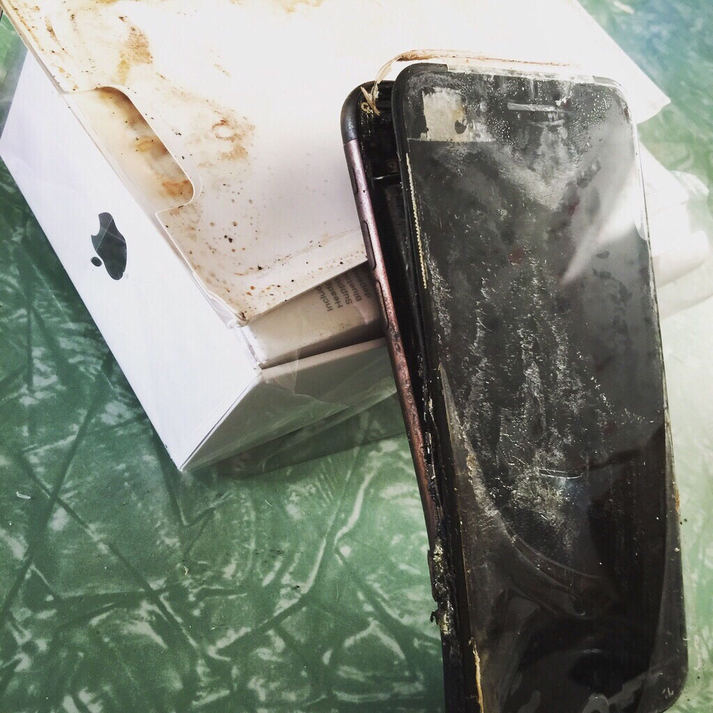 Felrobbant egy iPhone 7 is