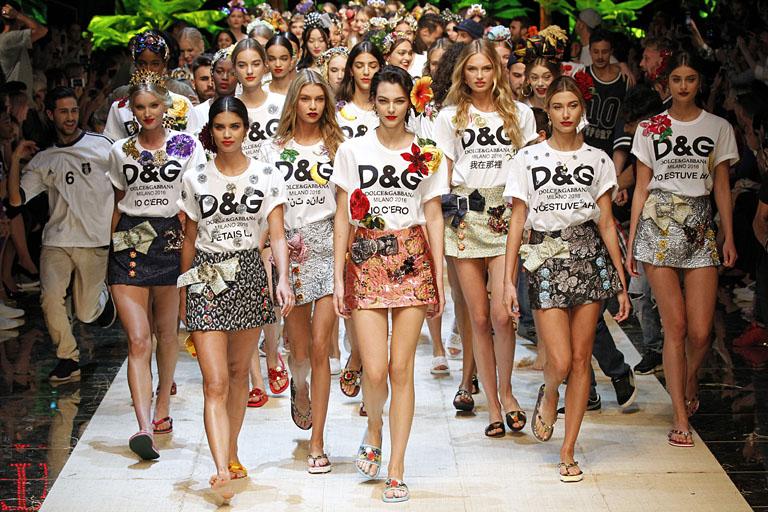 A Dolce&Gabbana divatbemutatója a milánói divathéten (Fotó: Getty Images
